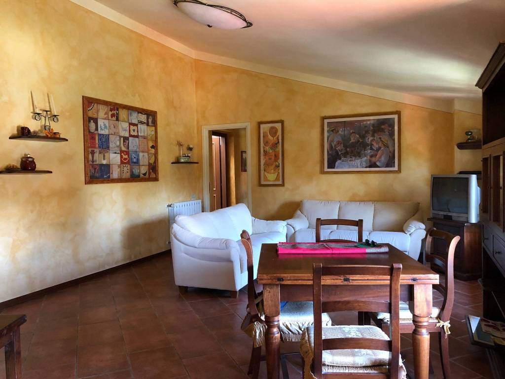 Appartamento in ottime condizioni arredato in affitto Rif. 8509671
