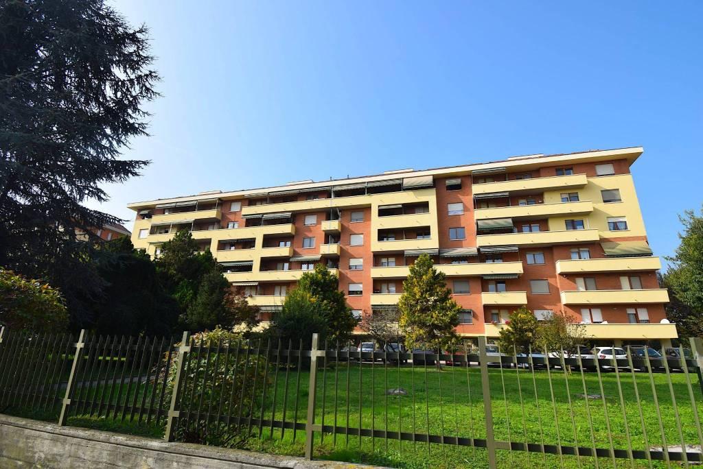 Appartamento in buone condizioni in vendita Rif. 8914704