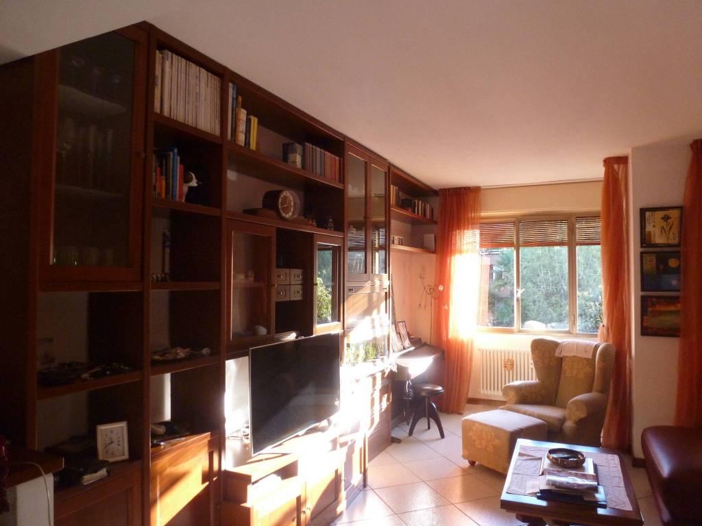 Appartamento in ottime condizioni parzialmente arredato in vendita Rif. 8458324