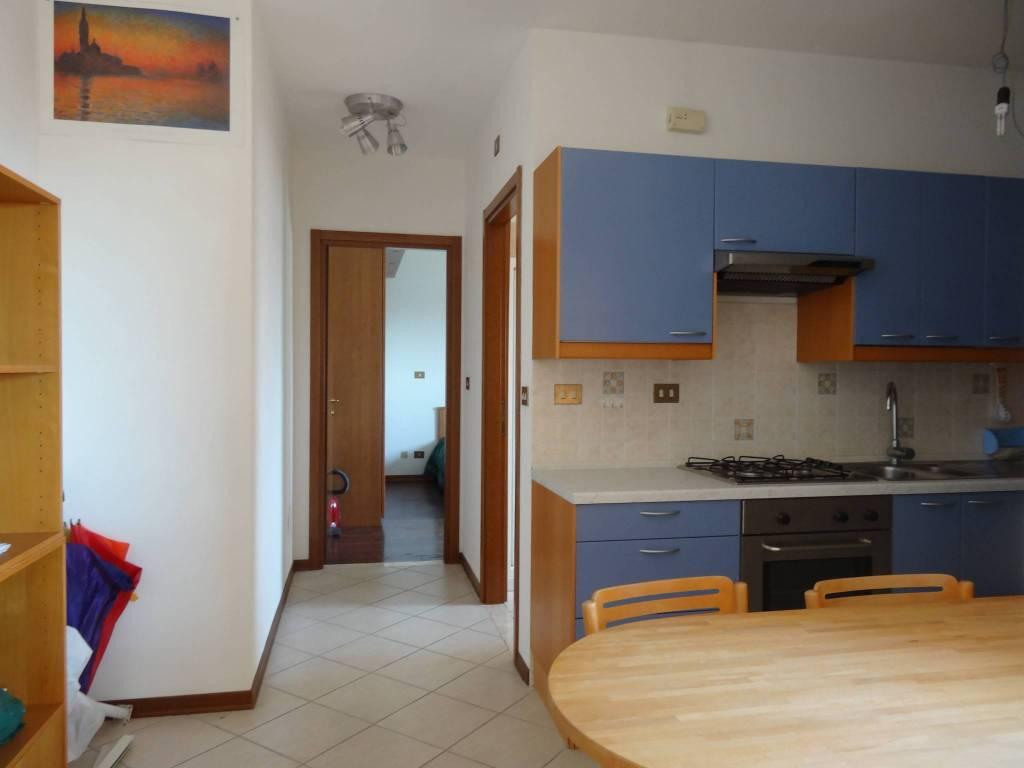 Appartamento in buone condizioni arredato in affitto Rif. 8689655