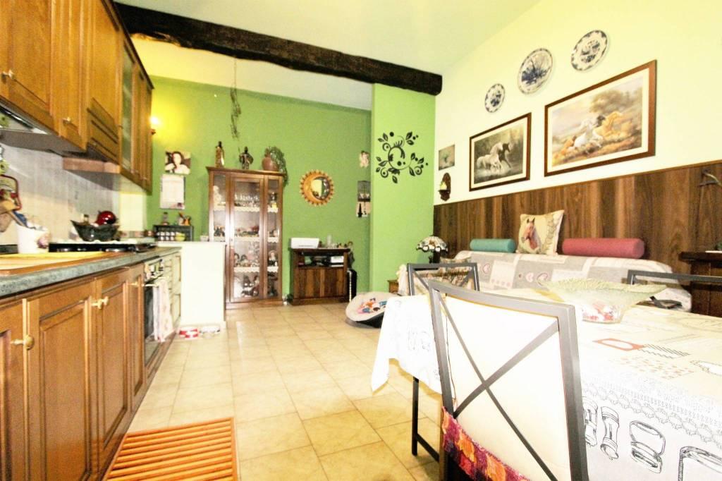 Appartamento in buone condizioni in vendita Rif. 8503267