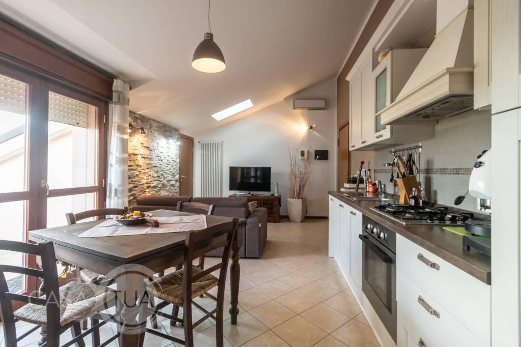 Appartamento in ottime condizioni in vendita Rif. 8506825