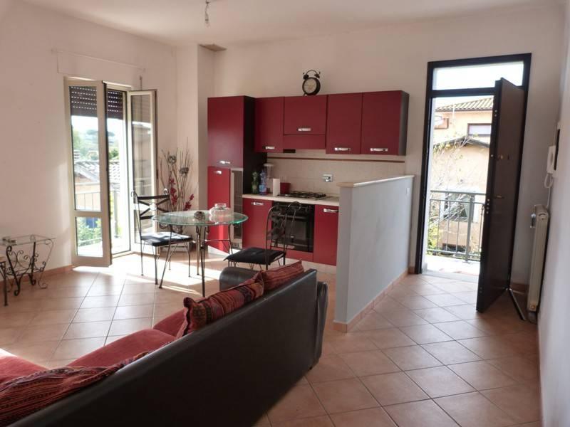 Appartamento in buone condizioni arredato in affitto Rif. 8503064