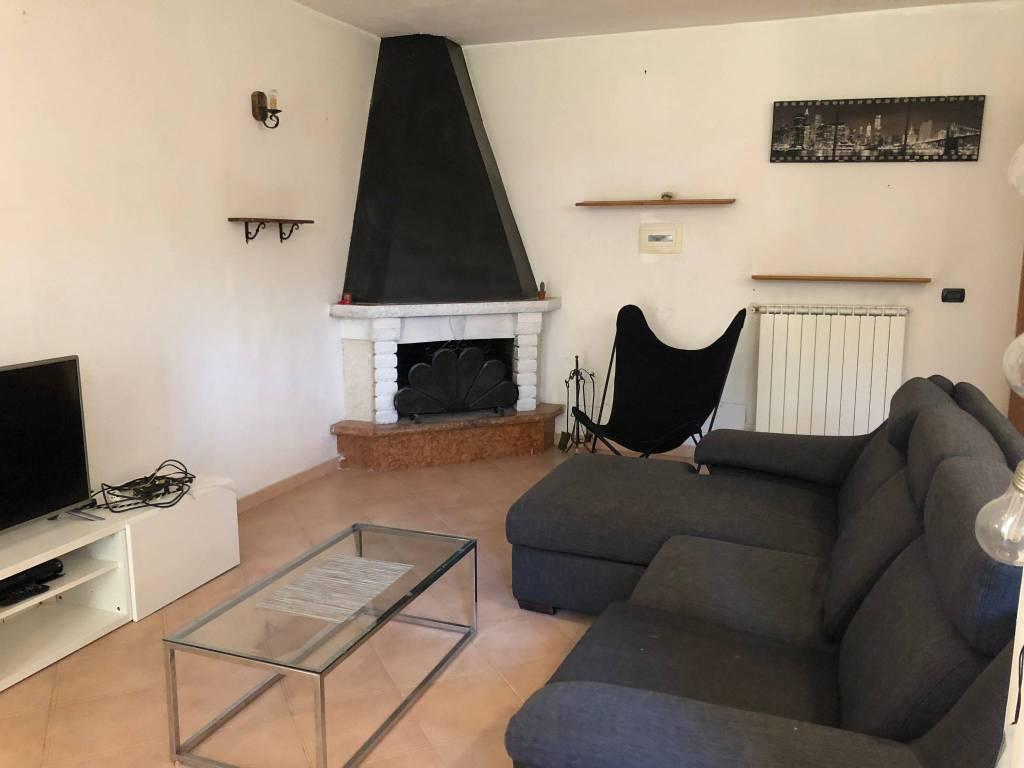 Appartamento in ottime condizioni arredato in affitto Rif. 8505153