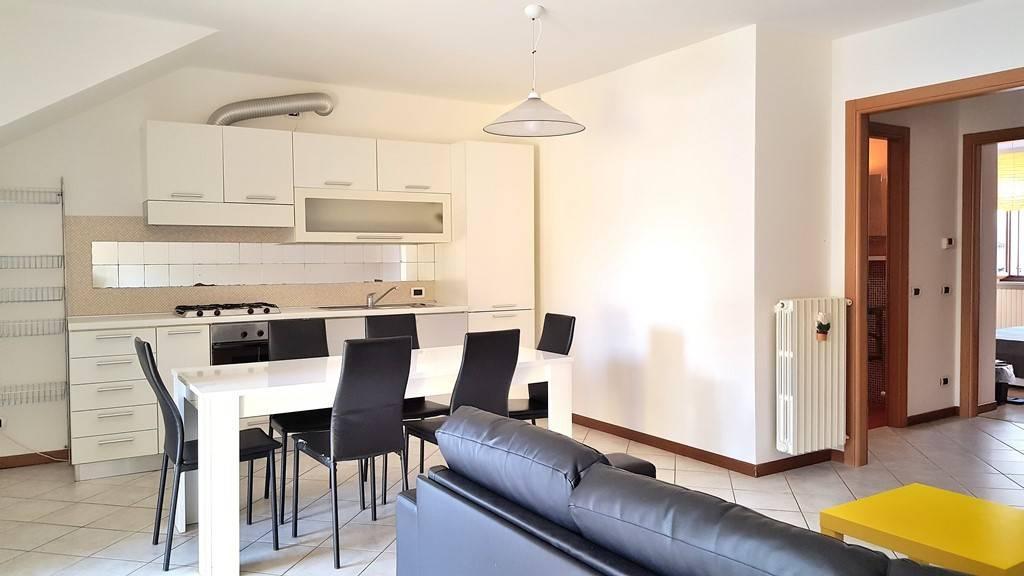 Appartamento in ottime condizioni arredato in affitto Rif. 8507974