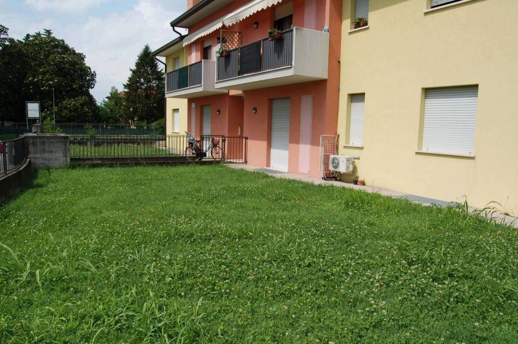 Appartamento in ottime condizioni arredato in affitto Rif. 9123553