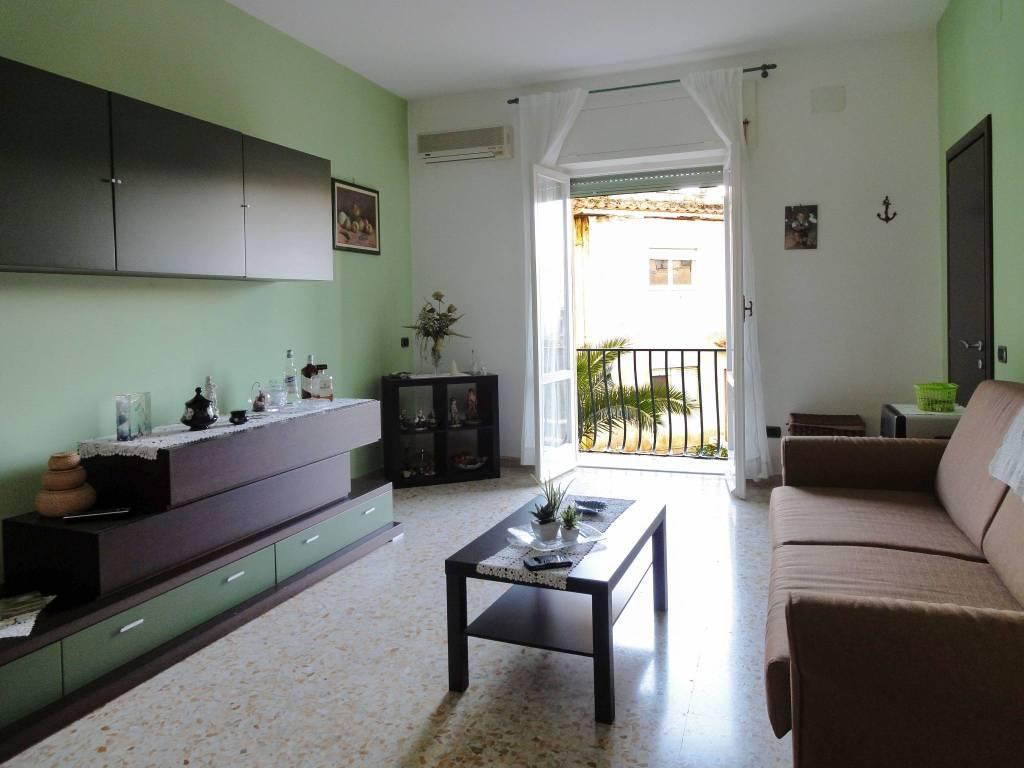 Appartamento in buone condizioni in vendita Rif. 8504994