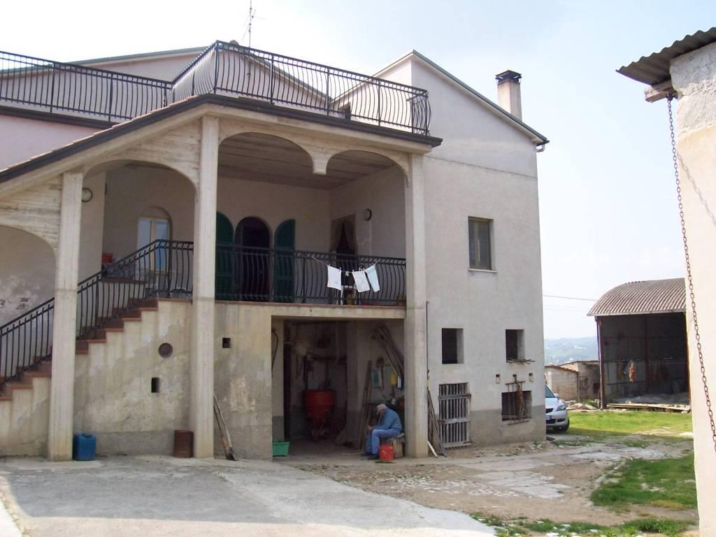 Rustico / Casale in buone condizioni arredato in vendita Rif. 8519849