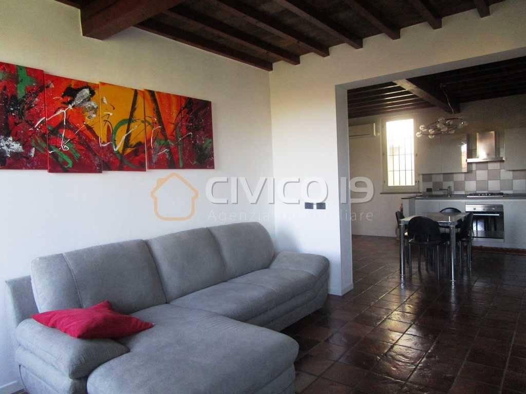 Appartamento in ottime condizioni arredato in affitto Rif. 8521099