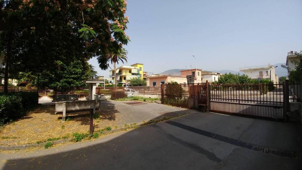 Appartamento in buone condizioni in vendita Rif. 8518714