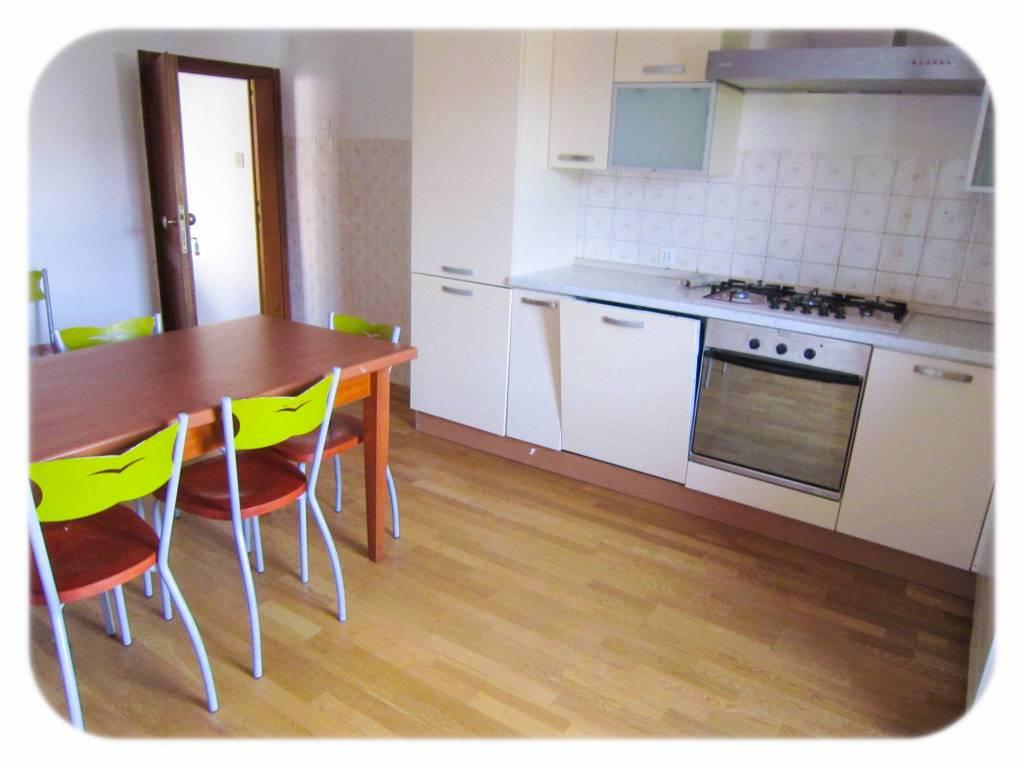 Appartamento in buone condizioni arredato in affitto Rif. 8519758