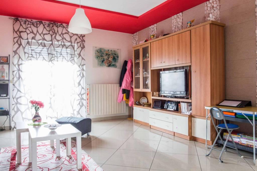 Appartamento in buone condizioni in vendita Rif. 8521147
