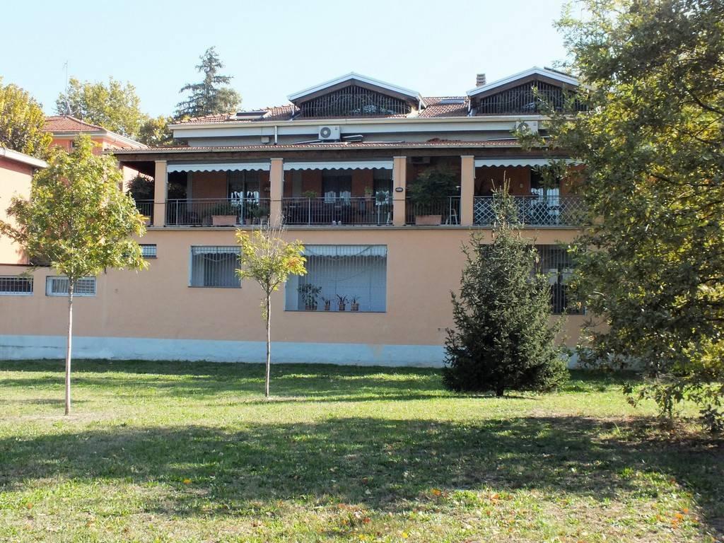 Appartamento in ottime condizioni parzialmente arredato in affitto Rif. 8521645