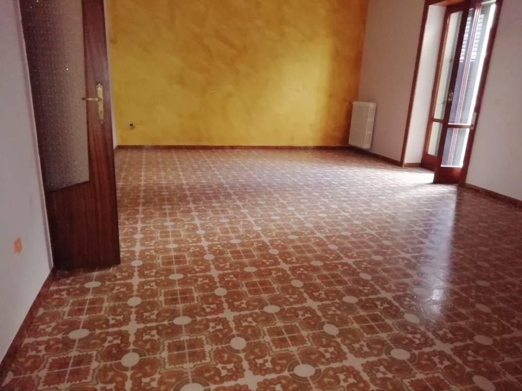 Appartamento in buone condizioni in affitto Rif. 8518821