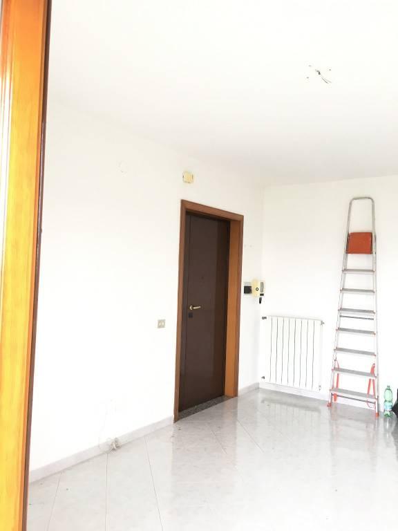 Appartamento in buone condizioni in affitto Rif. 8524136