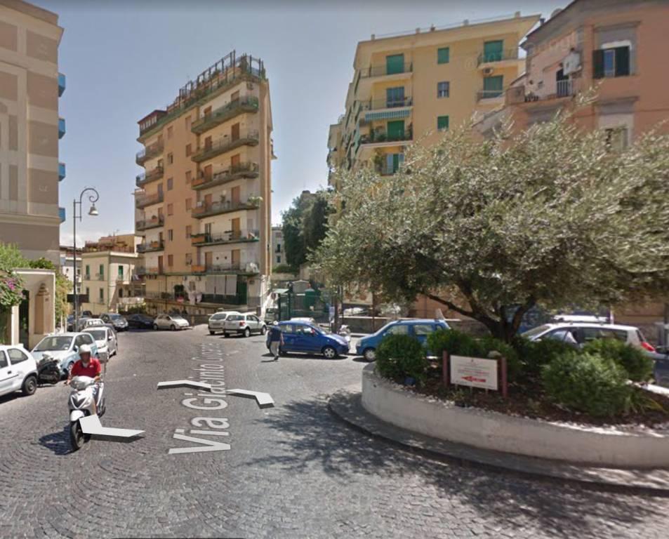 Appartamento in vendita 4 vani 97 mq.  via Giacinto Gigante 5 Napoli