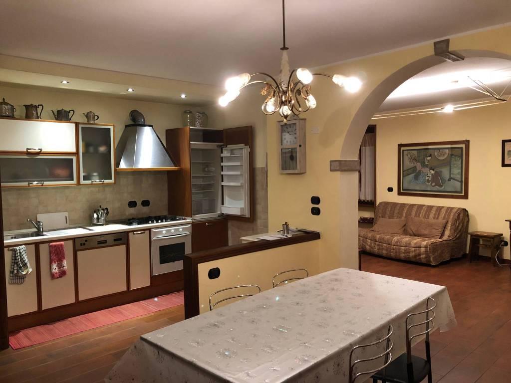 Appartamento in buone condizioni arredato in affitto Rif. 8519019