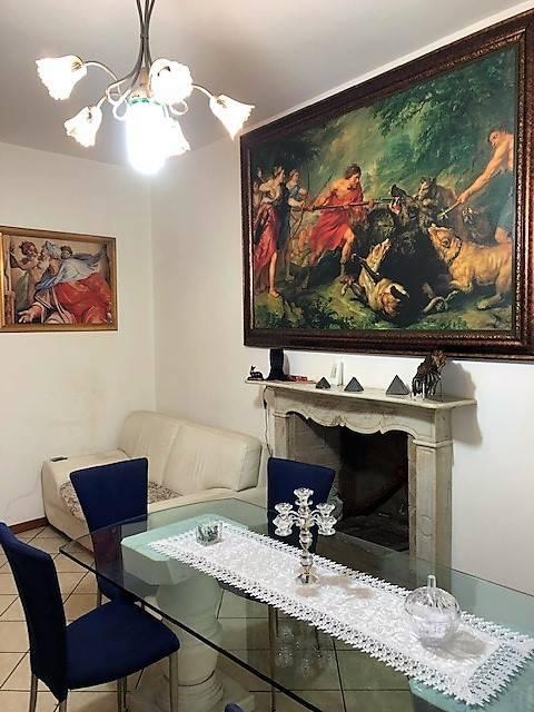 Appartamento in buone condizioni parzialmente arredato in affitto Rif. 8518815