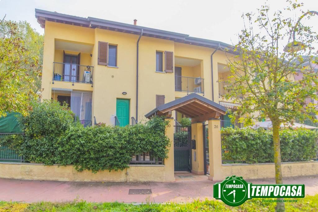 Appartamento in buone condizioni in vendita Rif. 8518833
