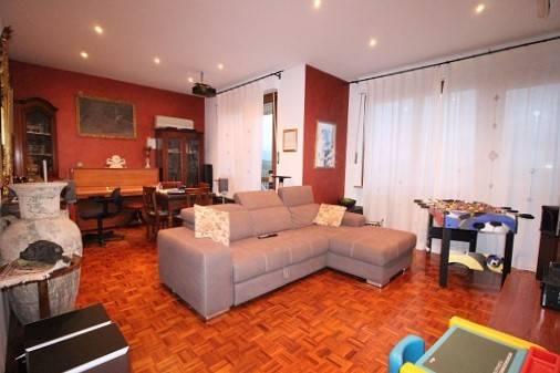 Appartamento in buone condizioni in vendita Rif. 8518640