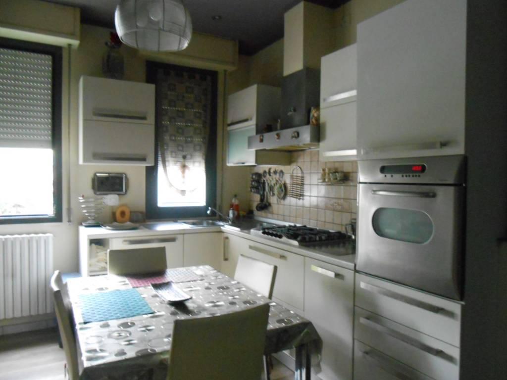 Appartamento in ottime condizioni arredato in vendita Rif. 8521861
