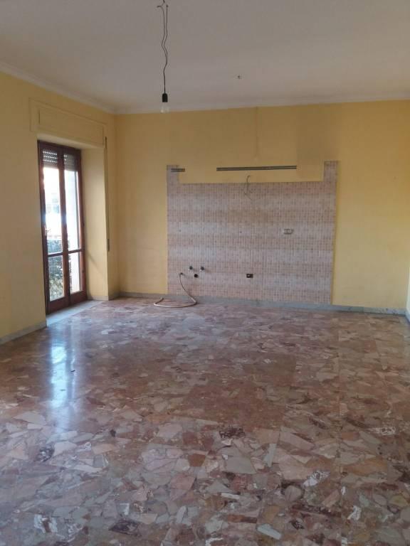Appartamento in buone condizioni in affitto Rif. 8519644