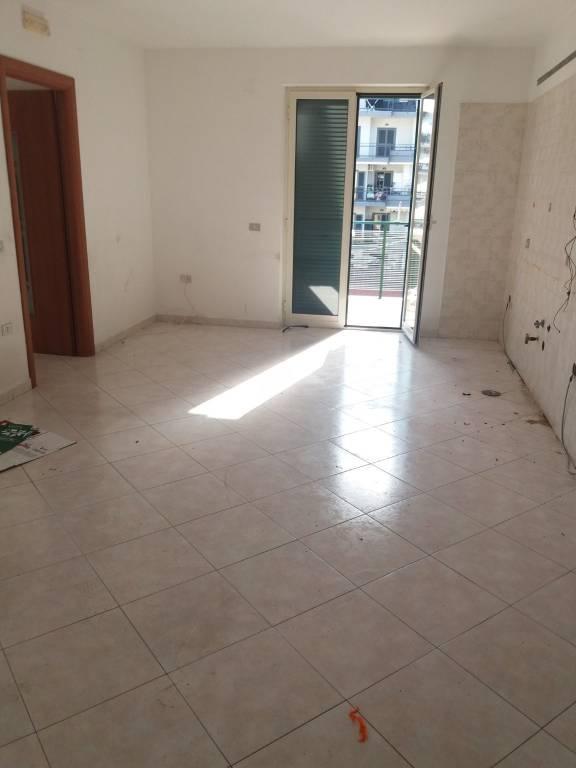 Appartamento in buone condizioni in affitto Rif. 8519645