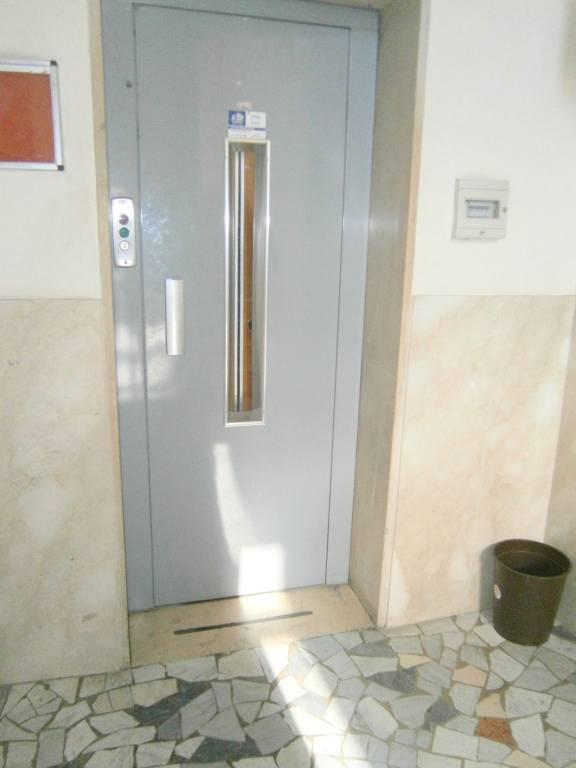 Appartamento in ottime condizioni arredato in affitto Rif. 8549781