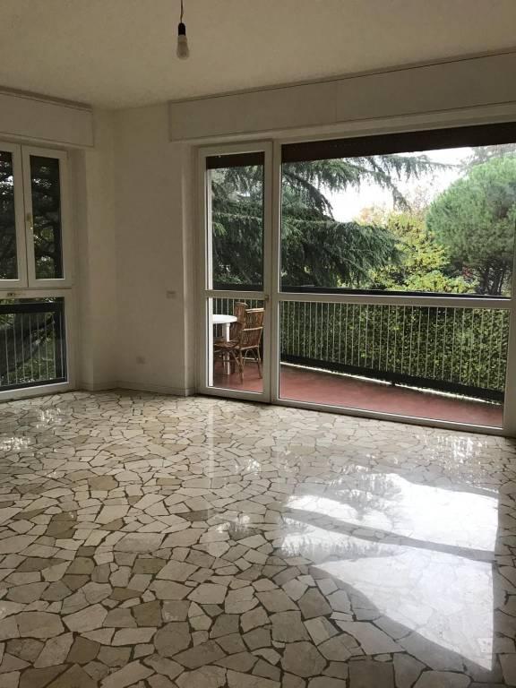 Appartamento in ottime condizioni parzialmente arredato in affitto Rif. 8523971