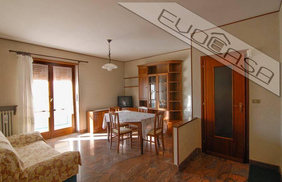 Appartamento in buone condizioni arredato in affitto Rif. 8694053