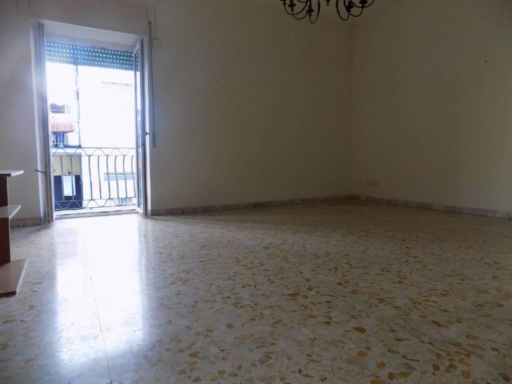 Appartamento in buone condizioni in affitto Rif. 8579250