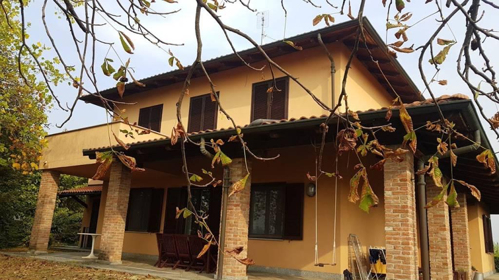 Villa in vendita a Cinaglio, 6 locali, prezzo € 490.000 | CambioCasa.it