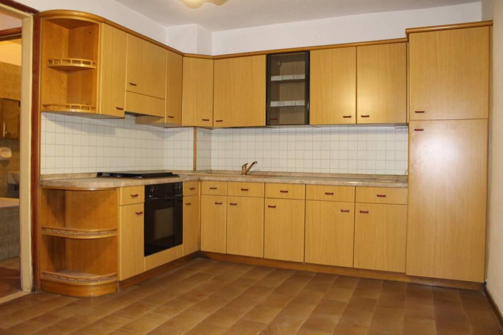 Appartamento da ristrutturare parzialmente arredato in vendita Rif. 8521772