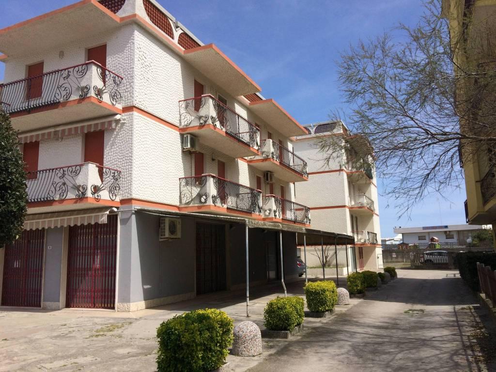 Appartamento in buone condizioni arredato in vendita Rif. 8519886