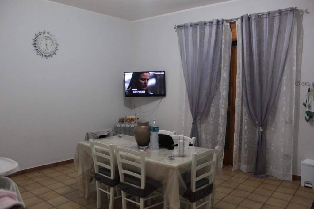 Appartamento in buone condizioni in affitto Rif. 8522508
