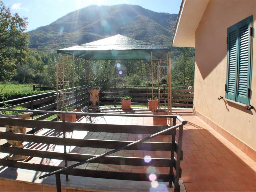 Villa in buone condizioni arredato in vendita Rif. 8521182