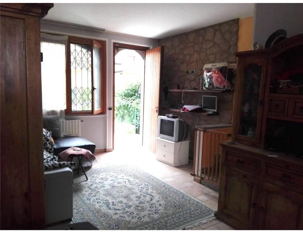 Appartamento in buone condizioni in vendita Rif. 8518844