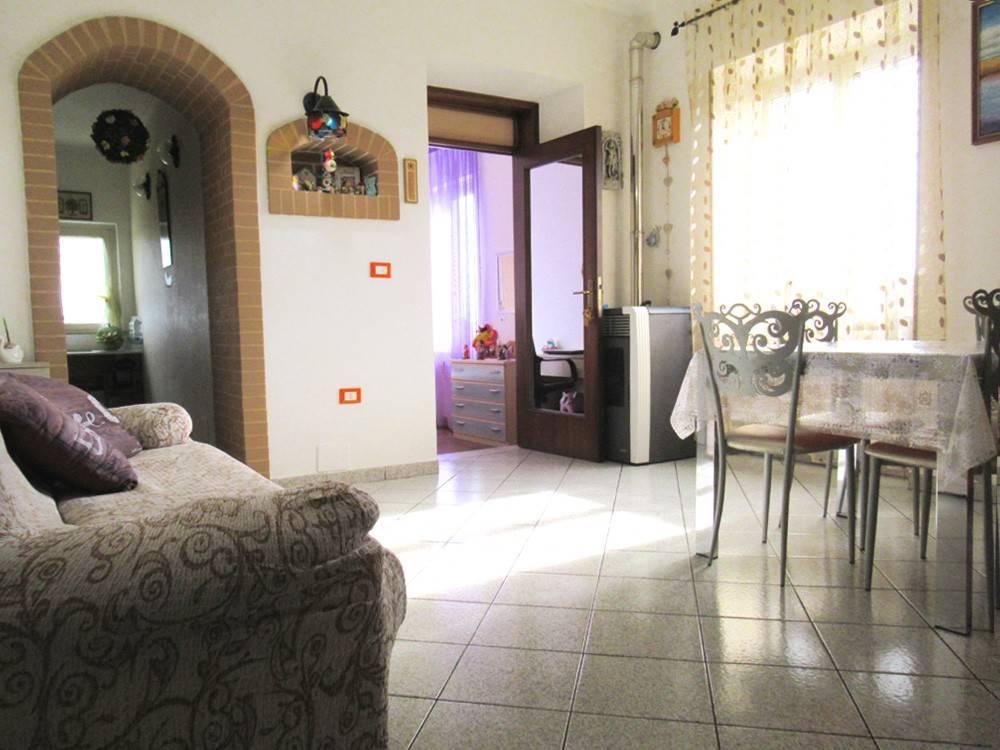 Appartamento in ottime condizioni in vendita Rif. 8518684