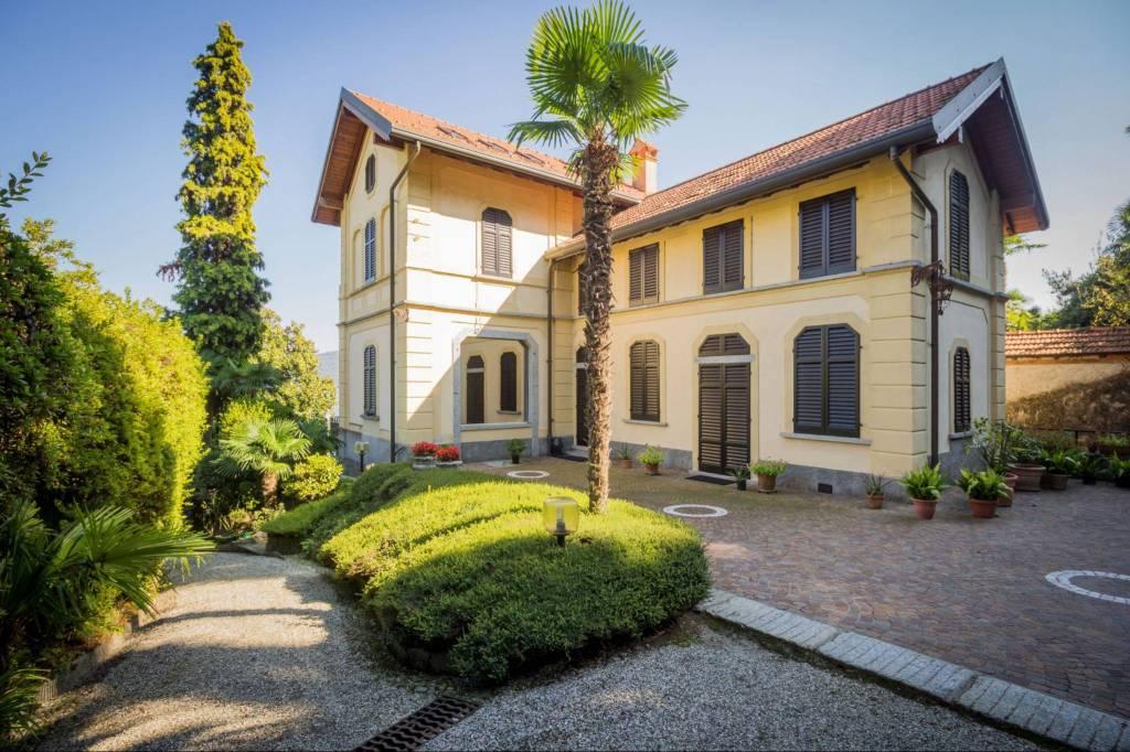 Villa in Vendita a Meina Centro: 5 locali, 1000 mq