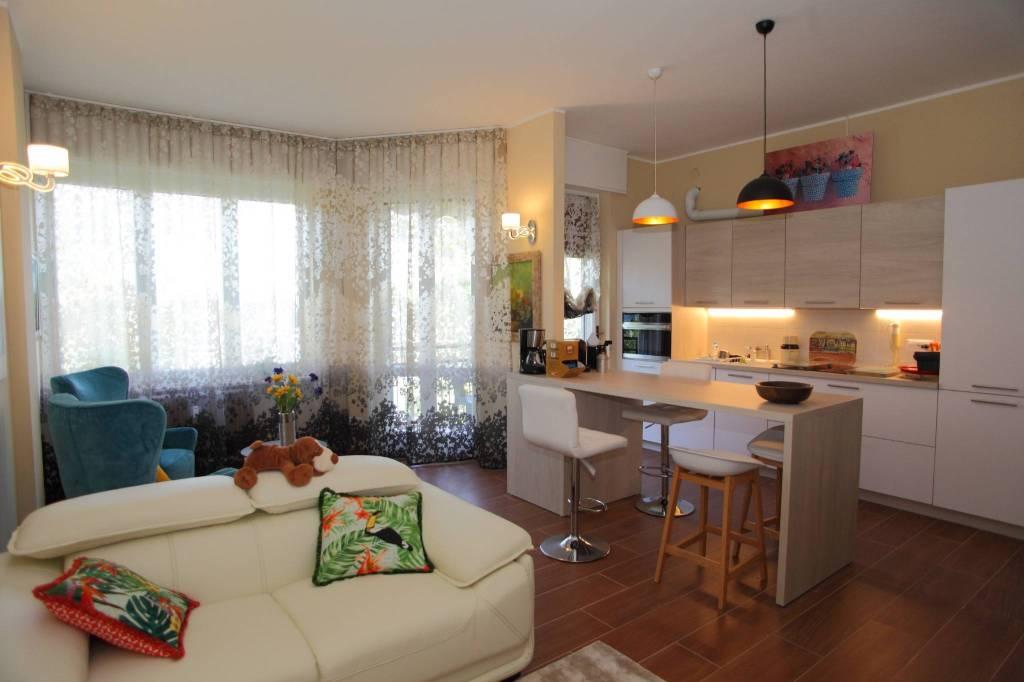 Appartamento in buone condizioni arredato in affitto Rif. 8520550
