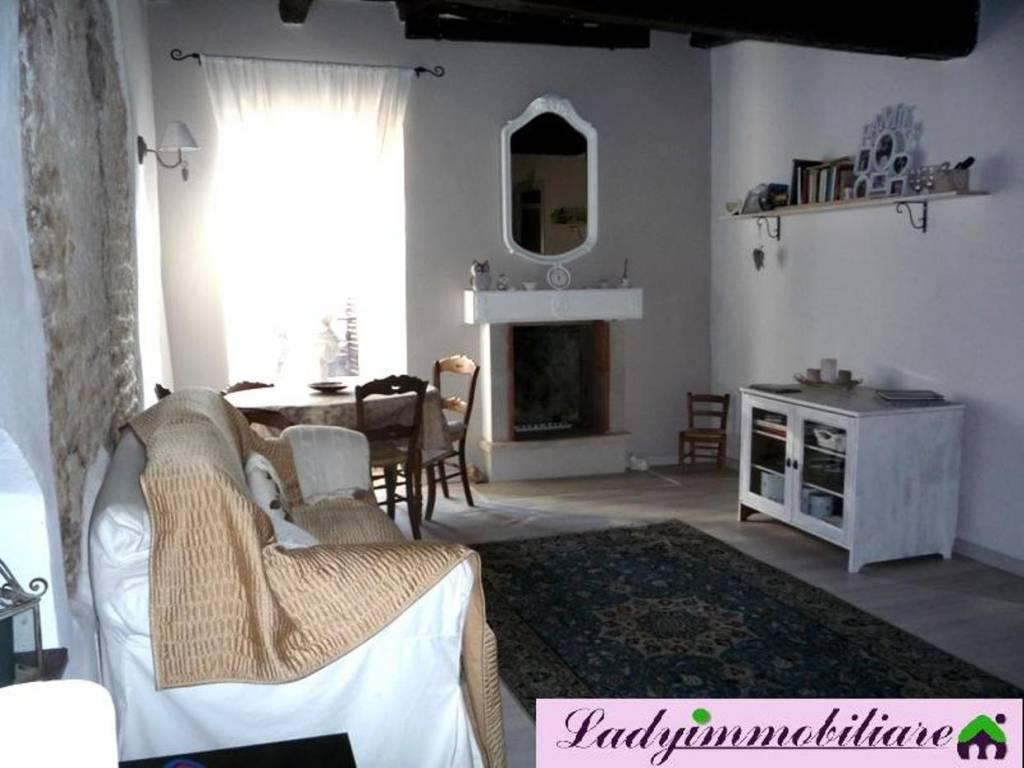 Appartamento in ottime condizioni arredato in affitto Rif. 8521489