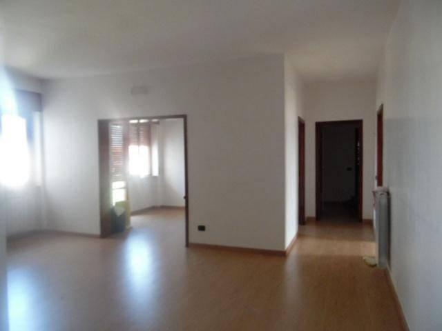 Appartamento in buone condizioni in affitto Rif. 8534023