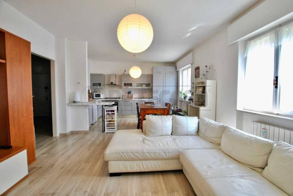 Appartamento in ottime condizioni in vendita Rif. 8032752