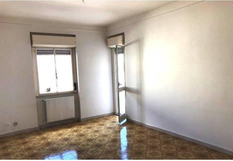 Appartamento in buone condizioni in affitto Rif. 8532950