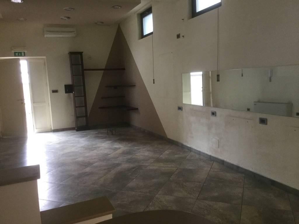 Affitto negozio via Roma 36 - Cambiano centro Rif. 8534104