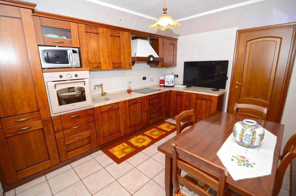 Appartamento in buone condizioni in vendita Rif. 8533014