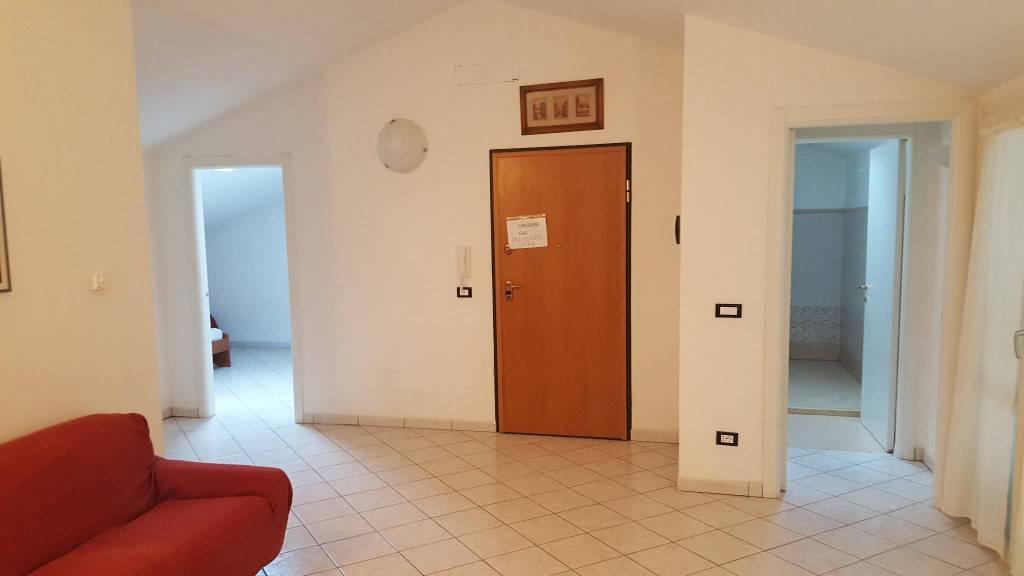 Appartamento in ottime condizioni parzialmente arredato in vendita Rif. 8534108