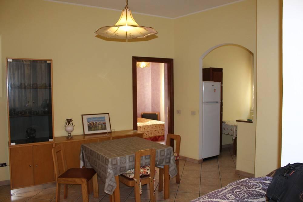 Appartamento in buone condizioni arredato in affitto Rif. 8534136