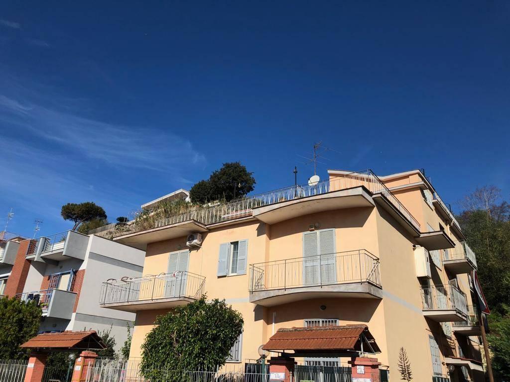 Appartamento in buone condizioni in affitto Rif. 8534475