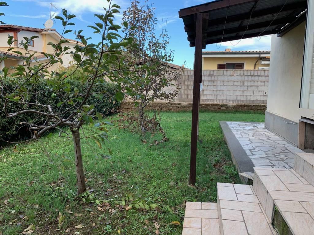 Appartamento in buone condizioni parzialmente arredato in affitto Rif. 8532873